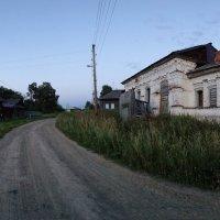 Здание Сергиевской церкви в селе Карнаухово... :: Владимир Хиль