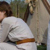 Девушка в средневековой одежде :: Нурлан Султанов