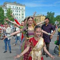 День Северодвинска. Наши исполнительницы индийских танцев :: Владимир Шибинский