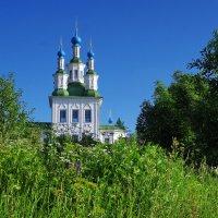 Тотьма.Храм у реки :: Валерий Талашов