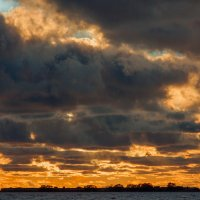 Закат над заливом 3 :: Виталий
