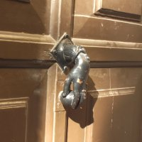 Дверьная ручка :: Сергей Мышковский