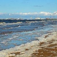 Северодвинск. Летний берег Белого моря. Индустриальная мощь :: Владимир Шибинский