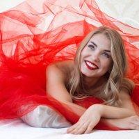 Девушка в красном... :: olga31ru -