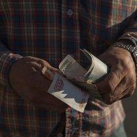 Деньги,деньги,денюжки,а просто мани,мани на кармане... :: Владимир Питерский