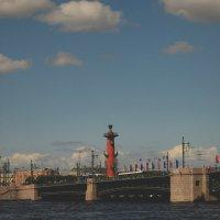Вид на Дворцовый мост (Санкт-Петербург) :: Павел Зюзин