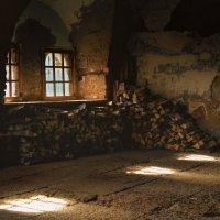 При входе в старый храм :: Елизавета Вавилова