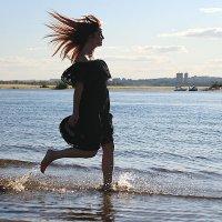 Бегущая по волнам :: Alexander Varykhanov