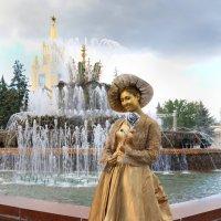 У фонтана... :: Марина Черепкова