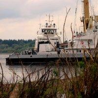 В порту Тобольска. :: petyxov петухов