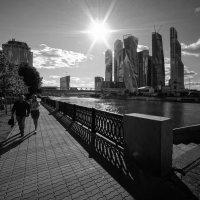 Прогулка по набережной :: Алексей Соминский