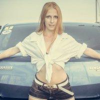 Девушка с машиной :: Андрей Коломейцев