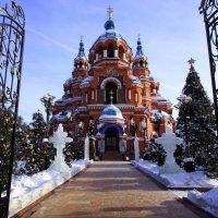 Открытые ворота храма :: Александр Попов