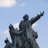 Памятник и голуби... :: Владимир Павлов