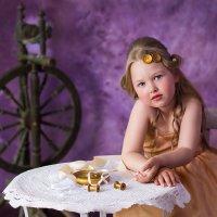 Маленькая портняжка :: Дарья Берестова