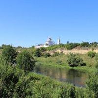 Храм на высоком берегу реки. :: Борис Митрохин