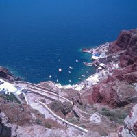 687 ступенек или 260 метров подъёма в город. Вид сверху.Санторини.Греция. :: Vladimir 070549