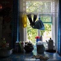 А на стене возле окна грустит отрывной календарь :: Ирина Данилова
