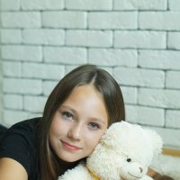 Катя (портрет с медведем) :: Николай Агапитов
