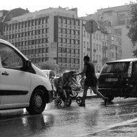 В городе дождь :: Эдуард Цветков