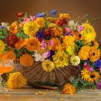 С букетом ярких летних цветов и мёдом :: Светлана Л.
