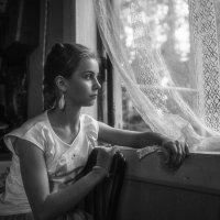 Берёзка за окном росла… :: Ирина Данилова