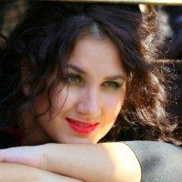 девушка в открытом окошке трамвая :: Олег Лукьянов