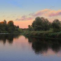 Вот солнце, удаляясь на покой, Опускается за сонною рекой. :: Павлова Татьяна Павлова