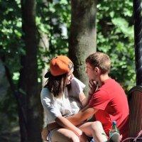 В парке,на скамейке.. :: Юрий Анипов