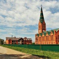 В Селе Зоркино Марксовского района Саратовской области идет восстановление лютеранской церкви. :: Лариса Мироненко