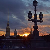 Закат на Троицком мосту :: Наталья Левина