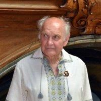 Академику Игорю Юхновскому 90лет 28 09 етого года совершыл восхождение на самую высокую гору в Украи :: пан Шмулинсон