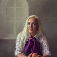 Женщина с персиками :: Ирина Приходько