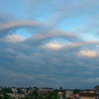 Необычные крылатые облака над вечерним Сочи :: Vladimir 070549