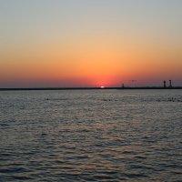 закат солнца на Черном море :: valeriy khlopunov