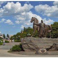 Монумент легендарному основателю Кривого Рога козаку Рогу. :: Александр Л......