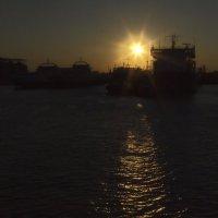 Рассвет в порту :: M Marikfoto
