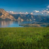 Озеро и горы :: михаил