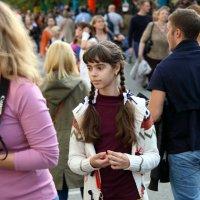 взрослый ребенок на прогулке :: Олег Лукьянов