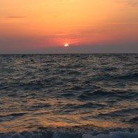 море на закате :: valeriy khlopunov