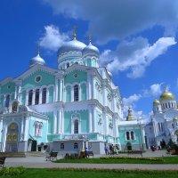 Соборная площадь перед Троицким собором :: Сергей Цветков