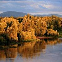 Пришел сентябрь с красками, Коснулся листьев ласково... :: Евгений Юрков
