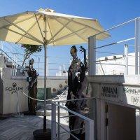 В Санторино есть и современные бутики различных товаров. :: Надежда