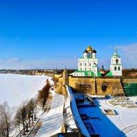Вид на Свято-Троицкий кафедральный собор зимой. :: Милана Гресь