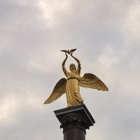 Ангел в пасмурном небе :: Лена