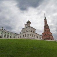 на пригорке в Кремле (Казань) :: Александр С.
