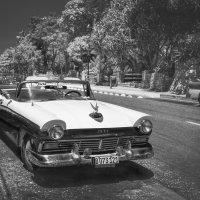 """Это Куба...детка...""(с)...(FORD 1957 года).Улицами Гаваны. :: Александр Вивчарик"