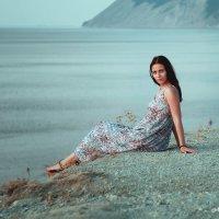 Девушка у моря :: Михаил Тихонов