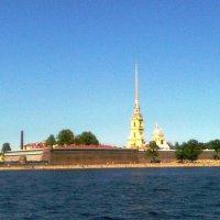 Прогулка по  Неве  (Петропавловская крепость) :: Виктор Елисеев