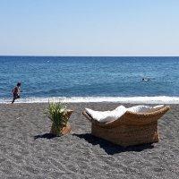Синее море, черный песок... :: Виктор Льготин